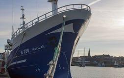 Der große Fischenschleppnetzfischer Havilah oben gebunden am Eisenhower-Pier in Bangor-Grafschaft unten in Nordirland lizenzfreie stockfotos