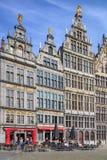 Der große Marktplatz Grote Markt aufgestellt im Herzen des alten Stadtviertels, Antwerpen, Belgien Stockfotografie