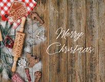 Der Grußkarte der frohen Weihnachten backender Plätzchendekor stockfotos