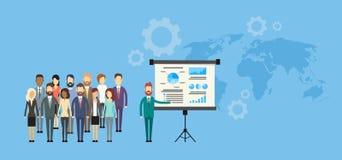 Der Gruppen-Geschäftsleute Darstellungs-Flip Chart Finance Lizenzfreies Stockfoto