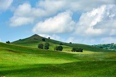 Der Hügel und die Wolken Stockfotos