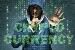 Der Hacker, der cryptocurrency in blockchain Konzept zerhackt Lizenzfreies Stockfoto
