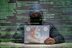 Der Hacker, der Dollar von der Bank stiehlt Stockfotos