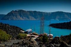 Der Hafen auf der Vulkaninsel genannt Nea Kameni Stockfotografie