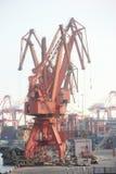 Der Hafen-Kran, der in SHENZHEN CHINA ASIEN hochzieht Lizenzfreie Stockbilder