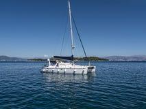 Der Hafen und der Jachthafen auf der griechischen Insel von Korfu Lizenzfreie Stockfotos
