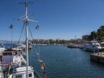 Der Hafen und der Jachthafen auf der griechischen Insel von Korfu Stockfotos