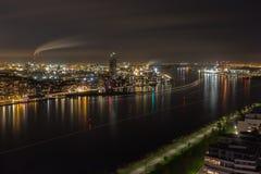 Der Hafen von Amsterdam bis zum Nacht Stockfoto