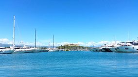 Der Hafen von Antibes und von Festung stock video footage