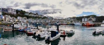 Der Hafen von Luarca in Asturien Spanien an einem bewölkten Tag Lizenzfreie Stockfotos