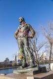 Der Hafenarbeiter de la estatua en el puente en Francfort Fotografía de archivo libre de regalías