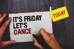 Der Handschriftstext, der ihm s schreibt, ist Freitag ließ s ist Tanz Das Konzept, das Celebrate beginnend das Wochenende bedeute Stockbild