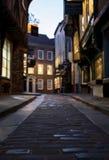 Der heillose Durcheinander, historische Straße von Metzgerei zurückgehend hinsichtlich der mittelalterlichen Zeiten Eine jetzt vo stockfotos