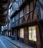 Der heillose Durcheinander, historische Straße von Metzgerei zurückgehend hinsichtlich der mittelalterlichen Zeiten Eine jetzt vo stockfotografie
