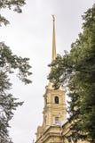 Der Helm des Peter und des Paul Cathedrals in St Petersburg Stockfotos