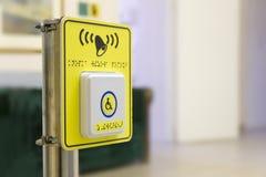Der Hilfsanrufknopf für Leute in den Wagen lizenzfreies stockbild