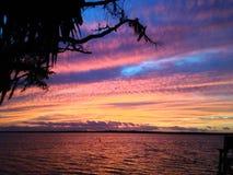der Himmel brennt mit Farbe Stockfotografie