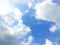 Der Himmel ist Indigo und die Farben sind hell Lizenzfreie Stockbilder