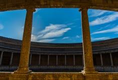 Der Himmel loccked durch den Architekturdank des Gesichtspunkts lizenzfreie stockfotografie