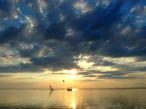 Der Himmel und die Sonne in Wolken 2 Lizenzfreie Stockfotografie