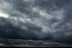 Der Himmel und die Wolken. Lizenzfreie Stockbilder