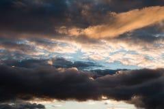 Der Himmel und die Wolken Lizenzfreie Stockbilder