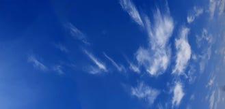 Der Himmel und der Nebel stockfotografie