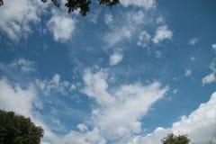 Der Himmel wird zerstreut stockfoto