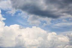 Der Himmelhintergrund Stockfoto