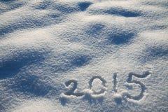 Der hintergrund des neuen Jahres und Weihnachtsvom Schnee und von der Zahl Stockfoto