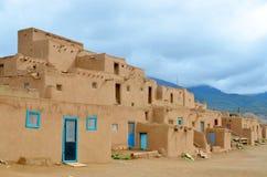 Der historische Taos-Pueblo Stockbild