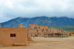Der historische Taos-Pueblo Stockfotos