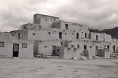 Der historische Taos-Pueblo Stockbilder