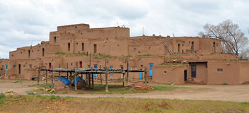 Der historische Taos-Pueblo Lizenzfreie Stockbilder
