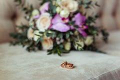 Der Hochzeitstagblumenstrauß lizenzfreie stockbilder