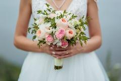 Der Hochzeitstagblumenstrauß lizenzfreies stockfoto