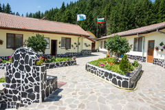 Der Hof des Klosters des Heiligen Panteleimon in Bulgarien Lizenzfreies Stockfoto