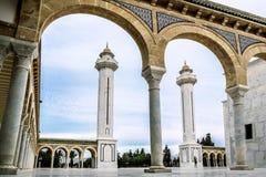 Der Hof des Mausoleums von Habib Bourguiba in Monastir Stockbilder