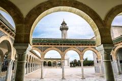 Der Hof des Mausoleums von Habib Bourguiba in Monastir Stockfotos