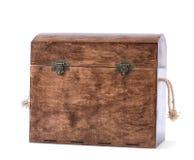 Der hohe und große braune Kasten für die mehrfarbigen Holzklötze, Würfel oder Spielwaren, lokalisiert auf einem weißen Hintergrun lizenzfreie stockbilder