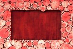 Der Holzrahmen des Sägemehlbaums ist im Rot rund lizenzfreie stockfotos