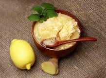 Der Honig, der Ingwer und die Zitrone Stockfotos