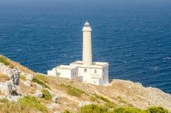 Der ikonenhafte Leuchtturm von Capo d'Otranto, Salento, Apulien, Italien lizenzfreie stockfotos