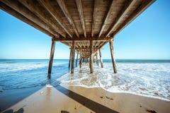 Der ikonenhafte Malibu-Pier stockfotografie