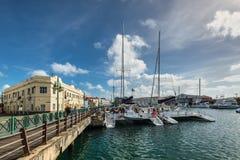 Der im Stadtzentrum gelegene Jachthafen von Bridgetown, Barbados