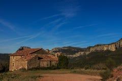 Der imponierende Berg des Weges durch EL weit Stockfotos