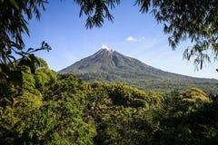 Der Inierie-Vulkan, Nusa Tenggara, Flores-Insel, Indonesien stockfoto