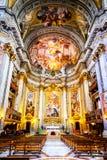 Der Innenraum der Kirche von St Ignatius von Loyola ist von den Kunstwerken voll Lizenzfreies Stockbild
