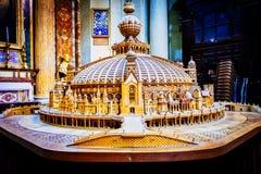 Der Innenraum der Kirche von St Ignatius von Loyola ist von den Kunstwerken voll Stockfoto
