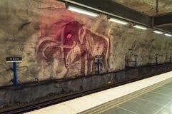 Der Innenraum der U-Bahn Stockholms Tunnelbana der modernen Kunst, Station Tensta Stockbild